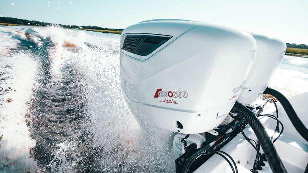 Cox Powertrain 300 hp Diesel Outboard Motor Test
